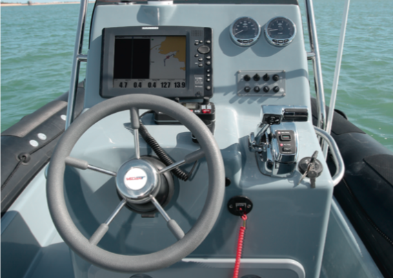 Valiant 760 Sport Fishing - Console