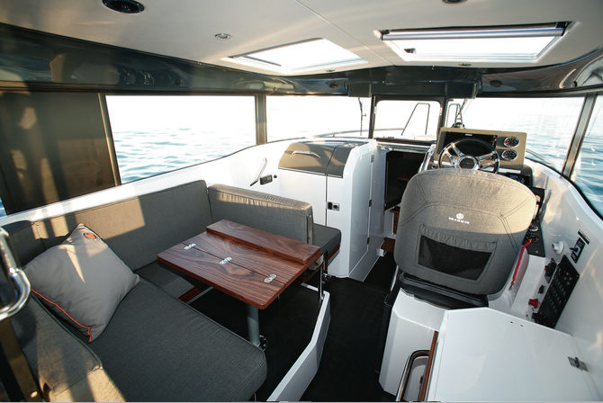 XO 270 RS Front Cabin HB - Timonerie