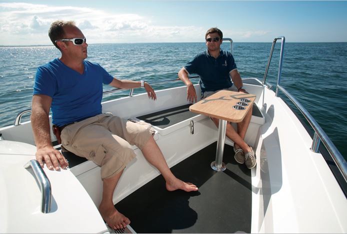 XO Boats 240 RS Cabin - Table